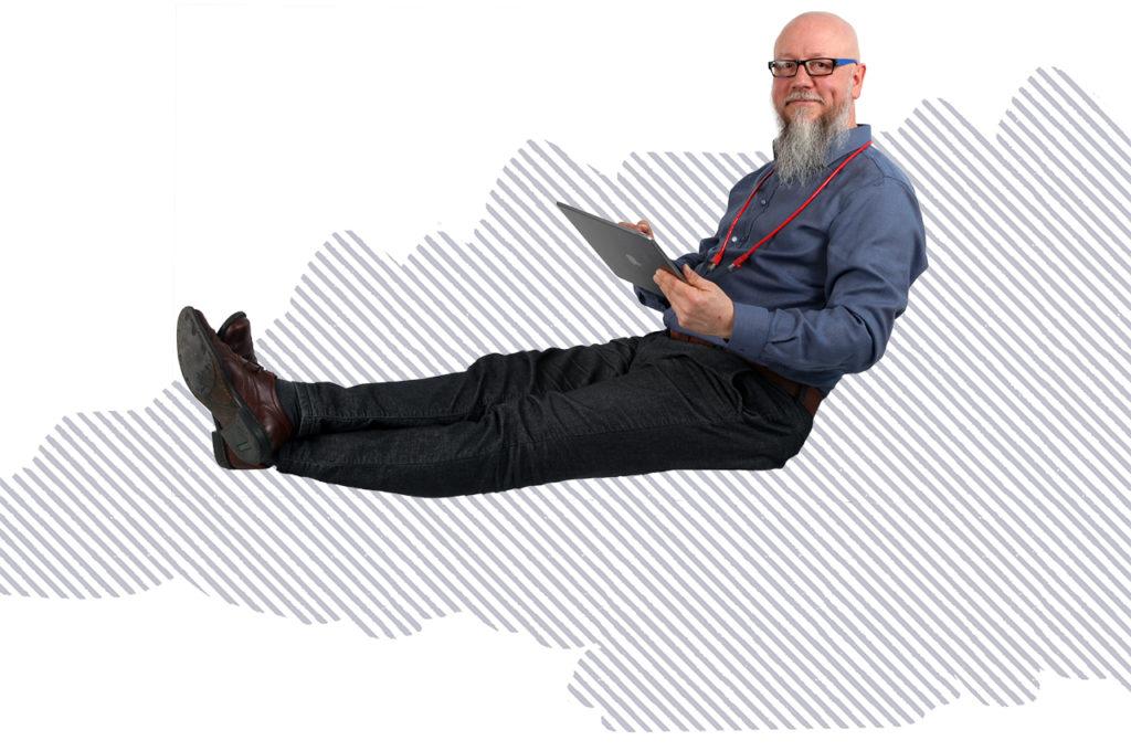 Grafik Marc Knorpp bei der Fernwarung sitzend